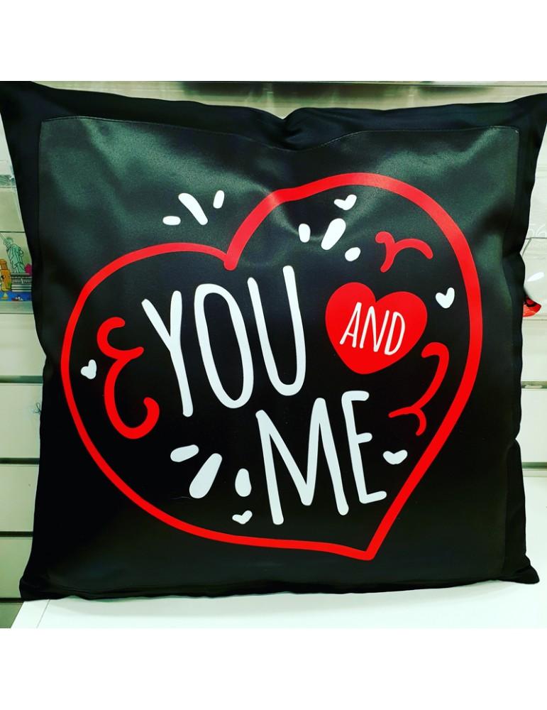 coussin you and me cadeau pour amoureux